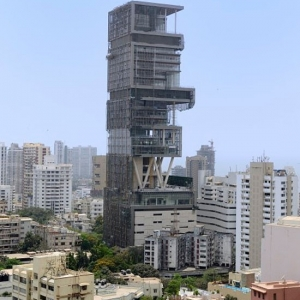 Biggest and most expensive house in the world - Antilia