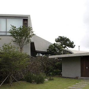 Scissors House by BCHO Architects