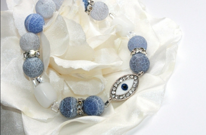 baby eye color, beaded bracelet with light and dark blue and white stones, decorated with a blue and white charm, shaped like an eye