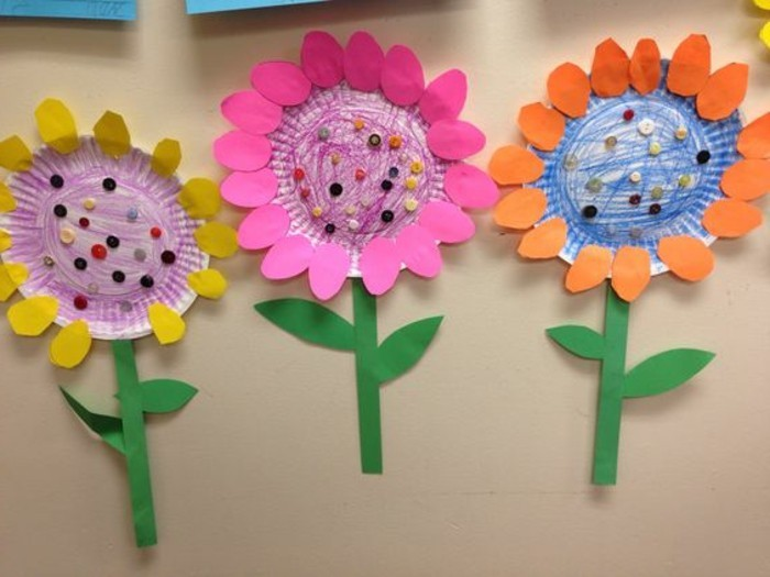 Craft Ideas For Kids Three Flowers Made From Paper Plates Colored With Pencils