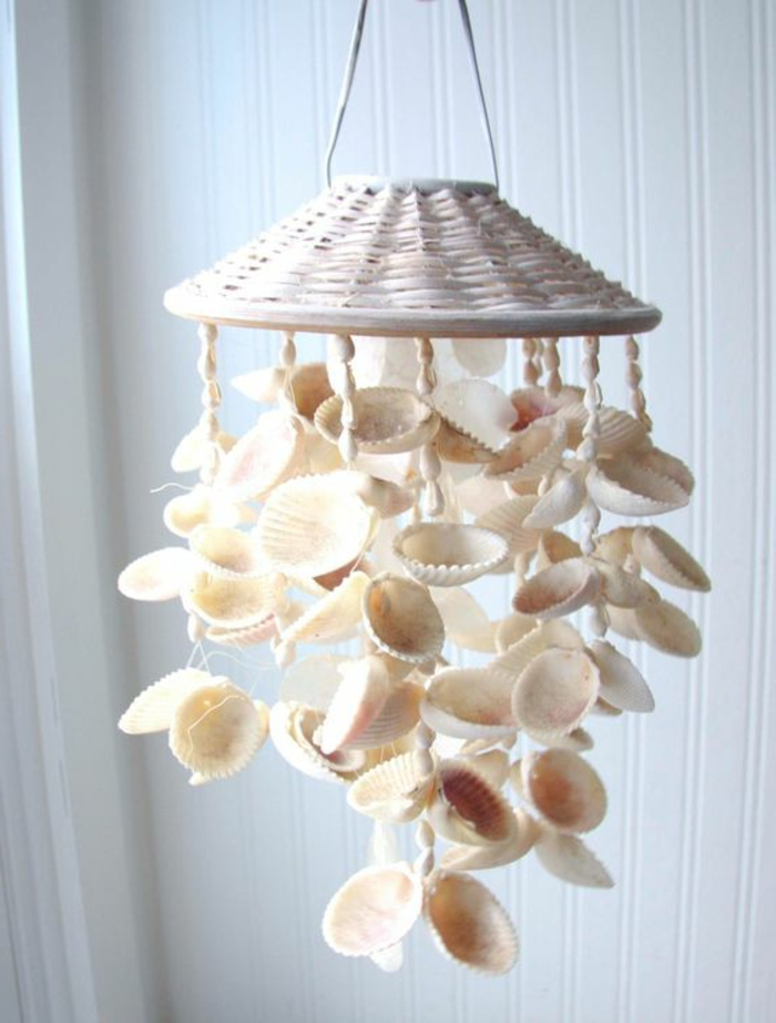 diys to do with friends, wind chime made from many, big and small white seashells, attached to a white whicker handle