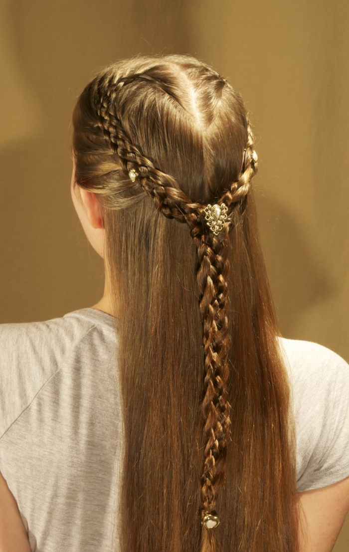 elizabethan hairstyles, long straight dark brown hair, with a braid on each side, joining to form a single braid in the middle, and decorated with ornaments, made of gold and pearls