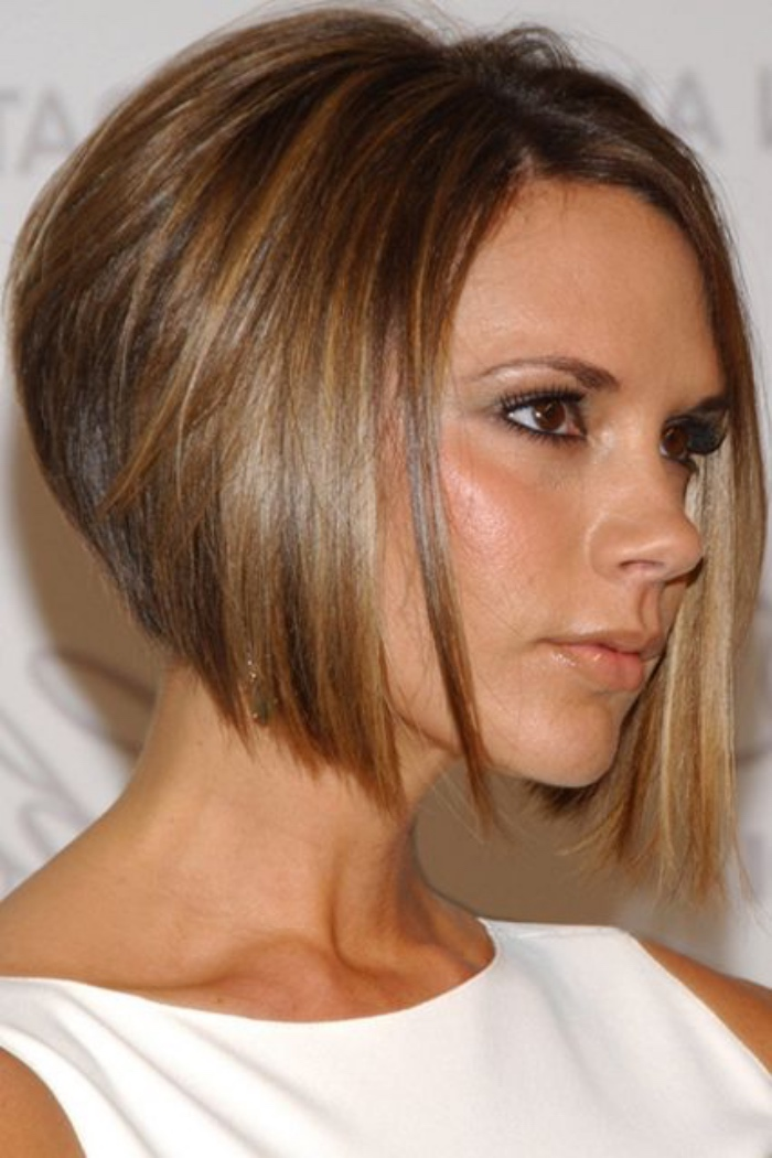 victoria beckham wearing white sleeveless top, with chopped straight hair, longer at the front and shorter at the back, short bob hairstyles