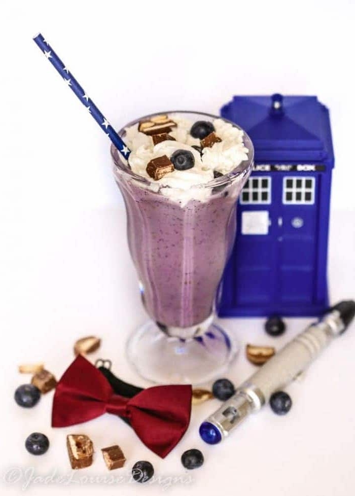 dessert inspired by the tv series doctor who, made from blended blueberries, and topped with cream, whole blueberries and chocolate pieces, how to make a fruit smoothie, red bowtie and small police box