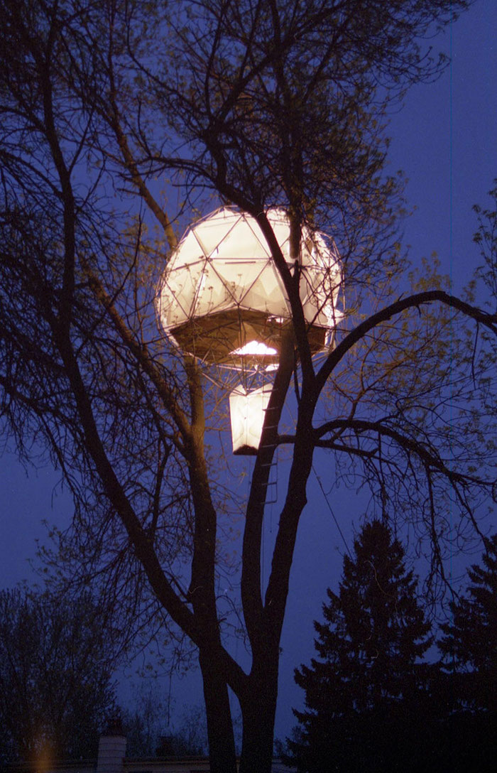 illuminated ballon-shaped structure, built on a tree, high above the ground, cool tree houses or tents, dark evening sky
