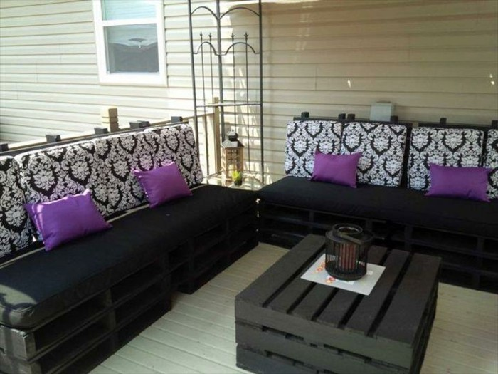 baroque black and white pattern, on foam pillows, decorating the backrests of two sofas made from pallets, painted in black, pallet patio furniture