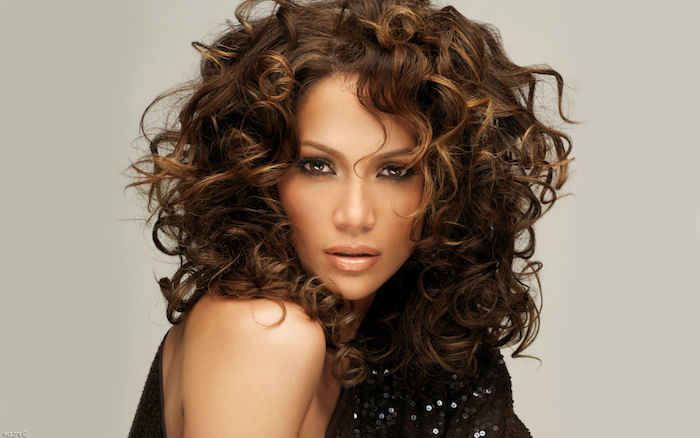 j-lo wearing a sparkly black top, with glossy nude beige lipstick, and smoky eye make up, hairstyles for curly hair, shoulder length brunette do, with blonde highlights