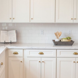 85 Stylish Herringbone, Arabesque, Mosaic and Subway Tile Kitchen Backsplash Designs to Brighten Up ...