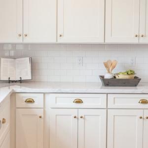 85 Stylish Herringbone, Arabesque, Mosaic and Subway Tile Kitchen Backsplash Designs to Brighten Up ...