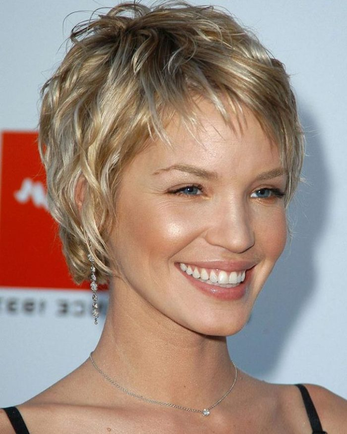 big smile on a blue-eyed woman, with short wavy, textured pixie cut, in dark and light blonde, short haircuts for thin hair, black strappy top