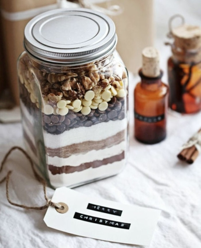 chocolate chips and walnuts, sugar and flour and cocoa, layered inside a mason jar, creative gift ideas, diy cookie kit