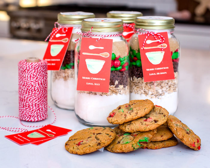 deconstructed cookies in mason jars, homemade christmas gifts, baked cookies at the front, red and white ribbon decoration