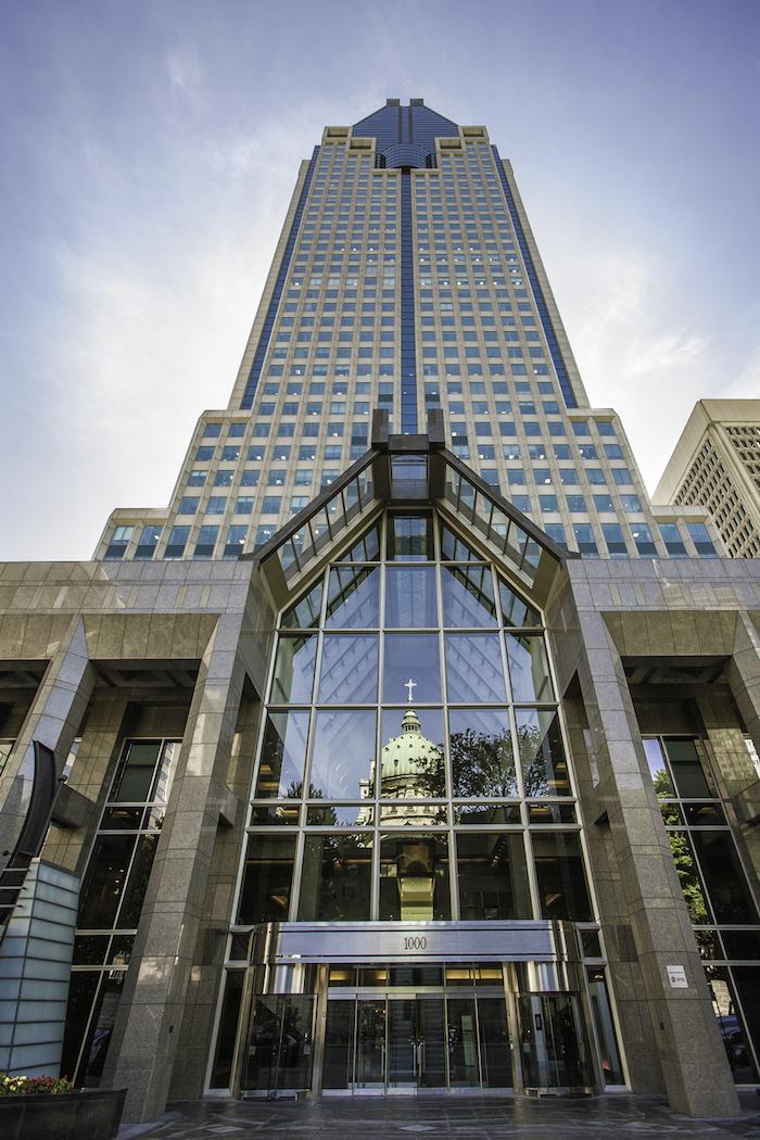 tall building with many windows, and a glass entrance, postmodernism characteristics, le 1000 de la gauchetiere skyscraper in canada