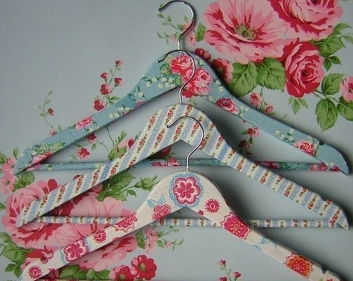 floral decoupage in pink, blue and cream, decorating a set of three wooden hangers, inexpensive thank you gift ideas