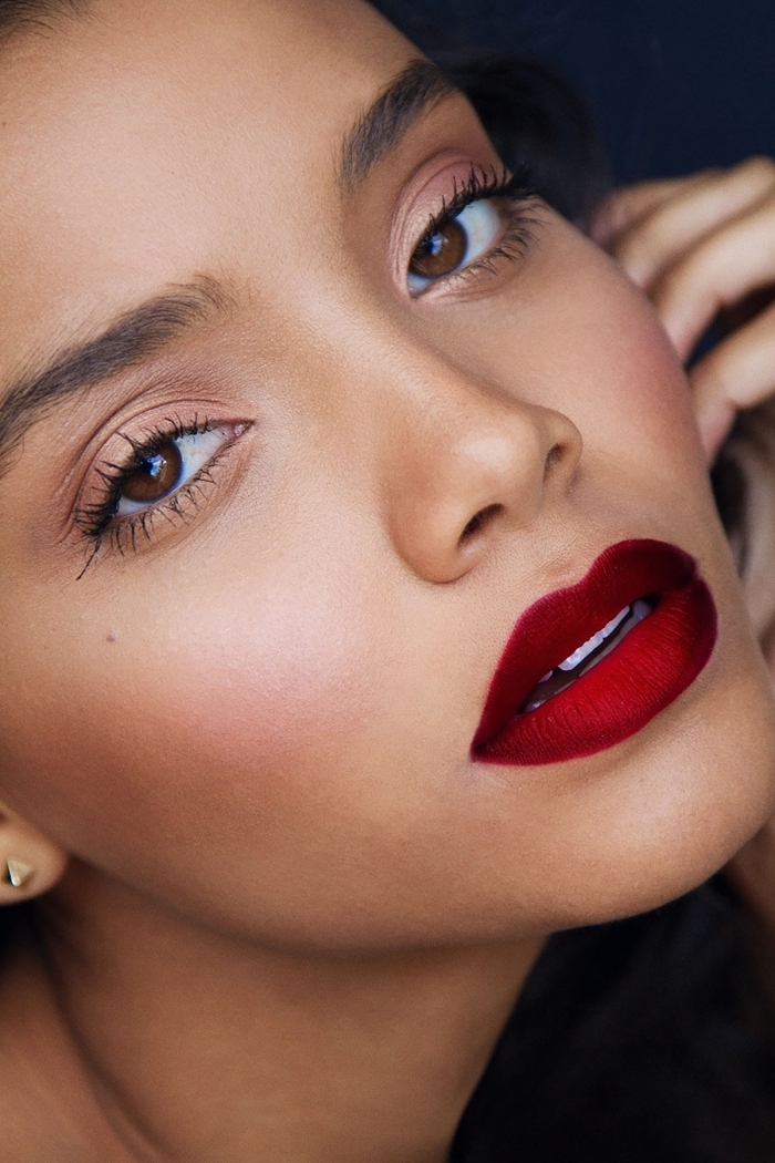 minimalistic christmas makeup ideas, full lips with deep red lipstick, pale pink blush, and neutral eyeshadow