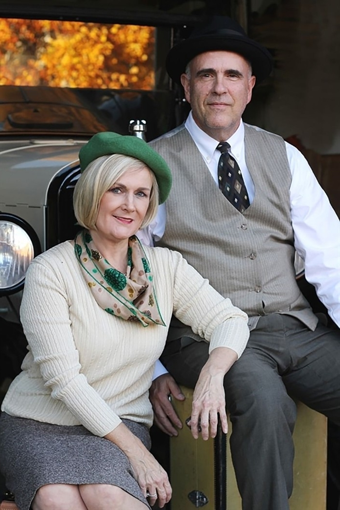 dynamic duo ideas, bonny and clyde costumes, worn by an elderly couple, old fashioned suit, and bowler hat, green baret and a neck scarf