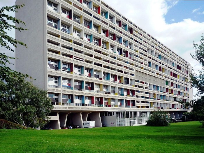 unité d'habitation built by le corbusier, large rectangular residential building, with balconies painted in different colors