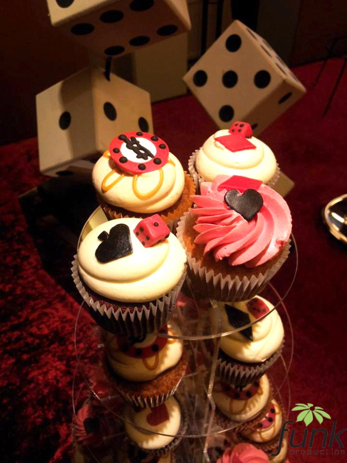 cupcakes with white frosting, decorated with various fondant shapes, in black and white, red and brown, playing card symbols, dice and gambling chips, 50th birthday party ideas for men, las vegas casino theme