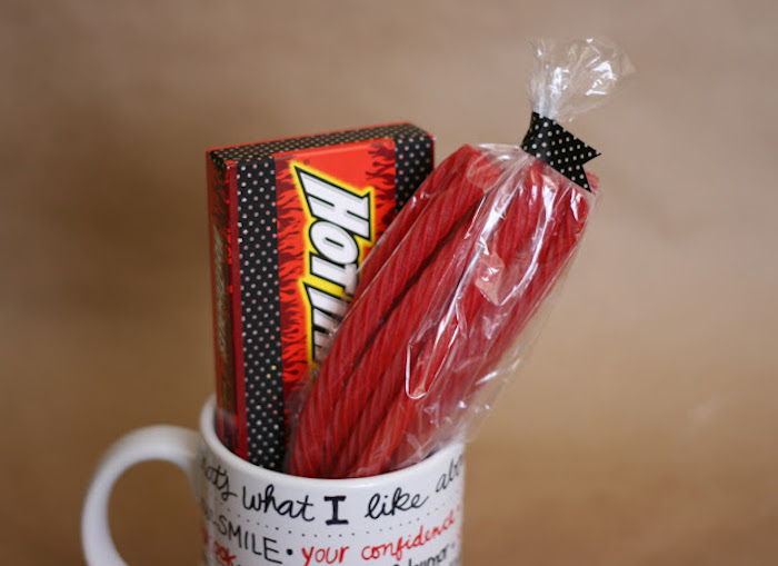 white mug with written messages on it, candy inside a mug, that's what i like about you, romantic gift ideas for boyfriend