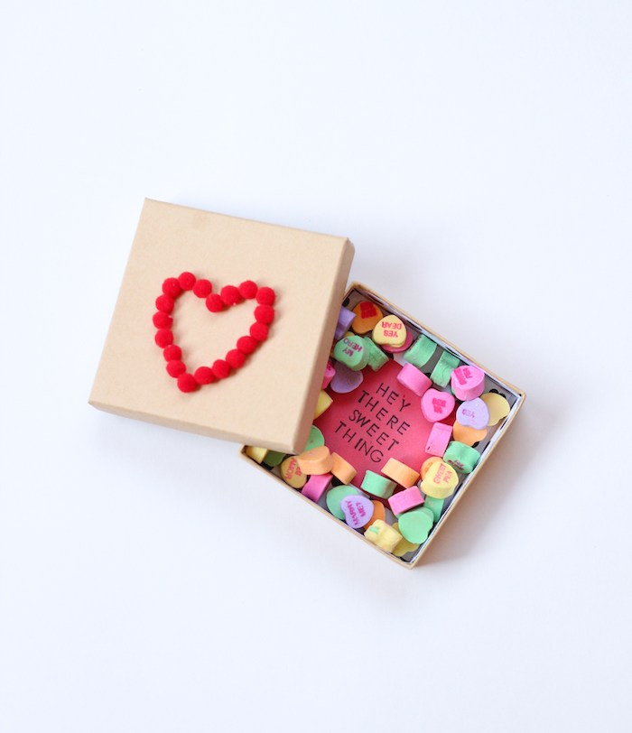 candy box with a message, heart made of pom poms, conversation hearts, diy gifts for boyfriend
