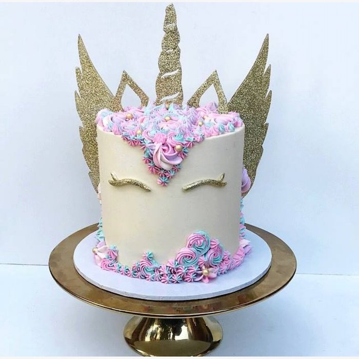 blue and pink roses on white fondant, diy unicorn cake, gold horn ears and wings