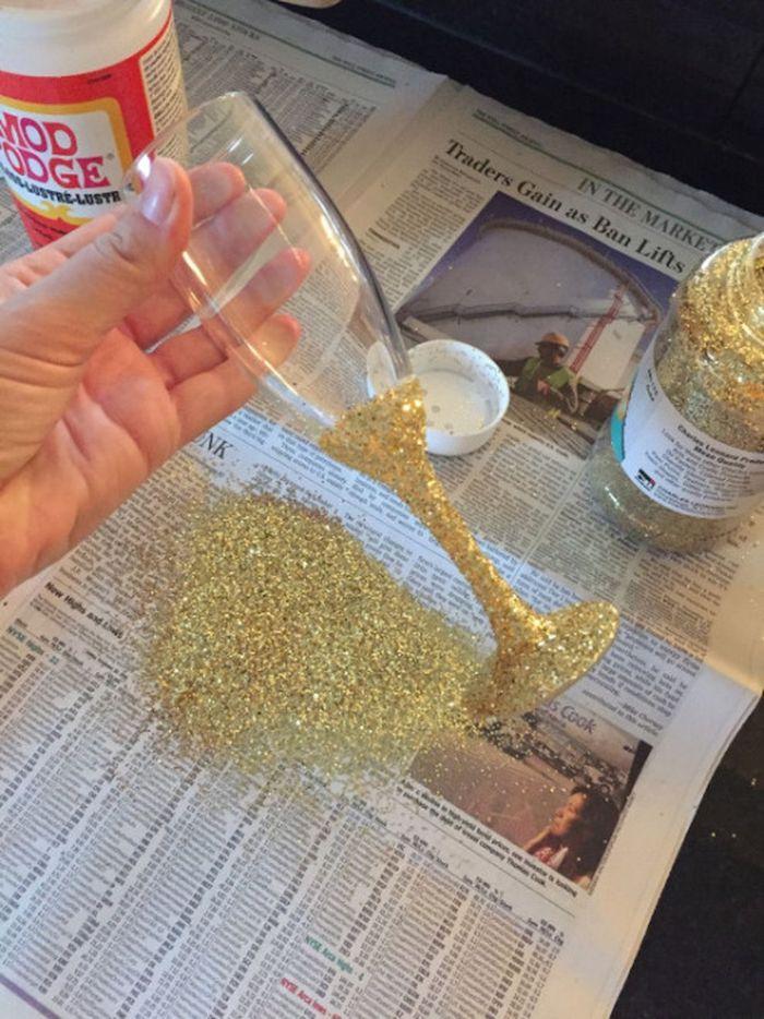 champagne flute, golden glitter, bachelorette party games, glitter stuck with mod podge