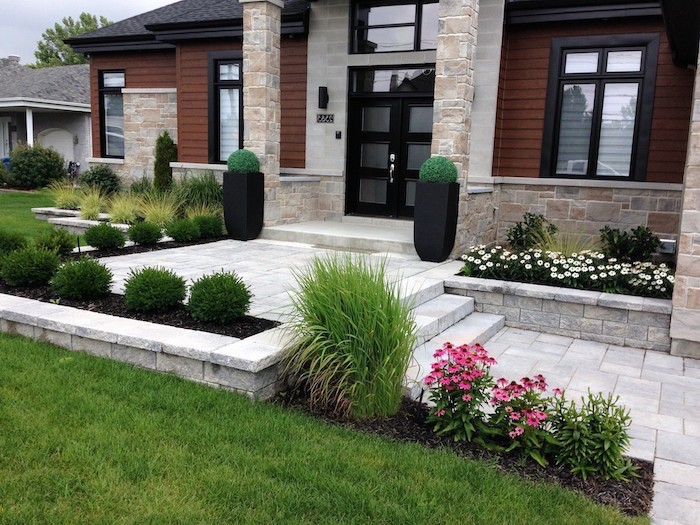 flower beds, small backyard landscaping ideas, small bushes, ceramic pots with bushes, grass patch