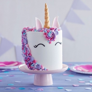 Wondering how to make a unicorn cake? We've got the recipe + pictures