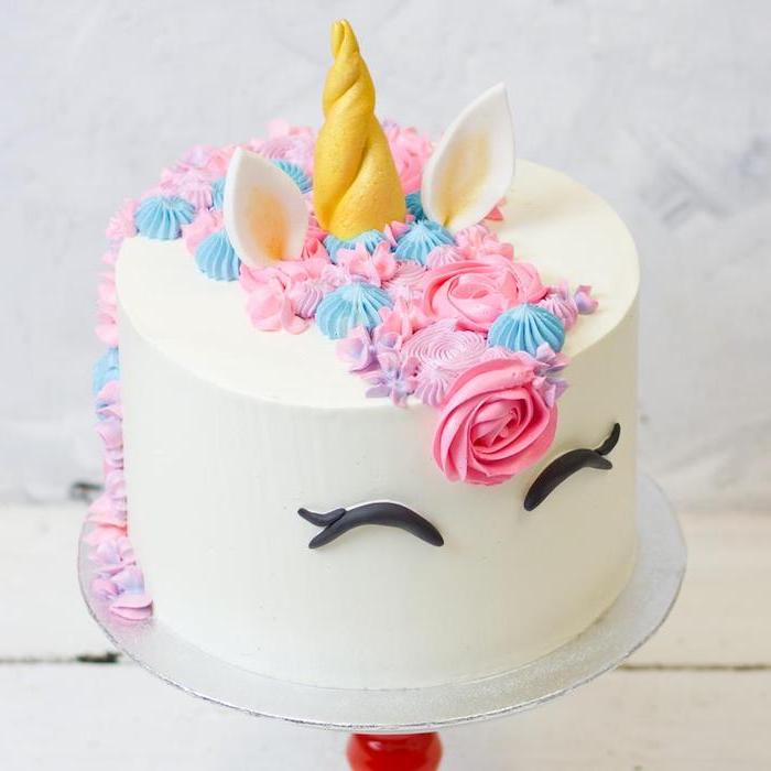 pink and blue roses on white fondant, easy unicorn cake, gold horn and ears