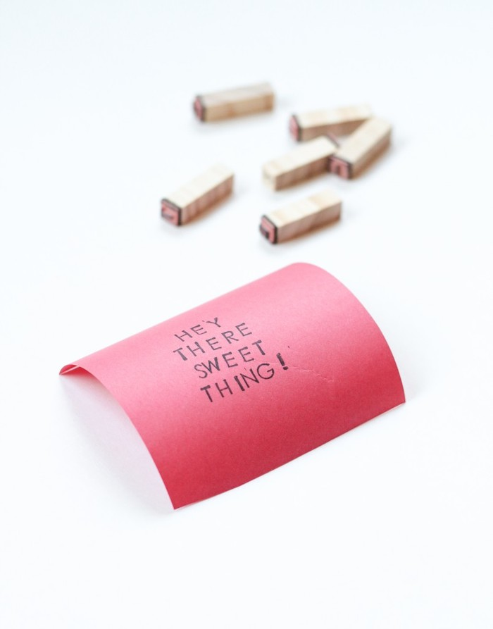 hey there sweet thing message, red piece of paper, white background, diy gifts for boyfriend