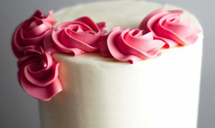 grey background, how to make a unicorn horn, white fondant, red roses