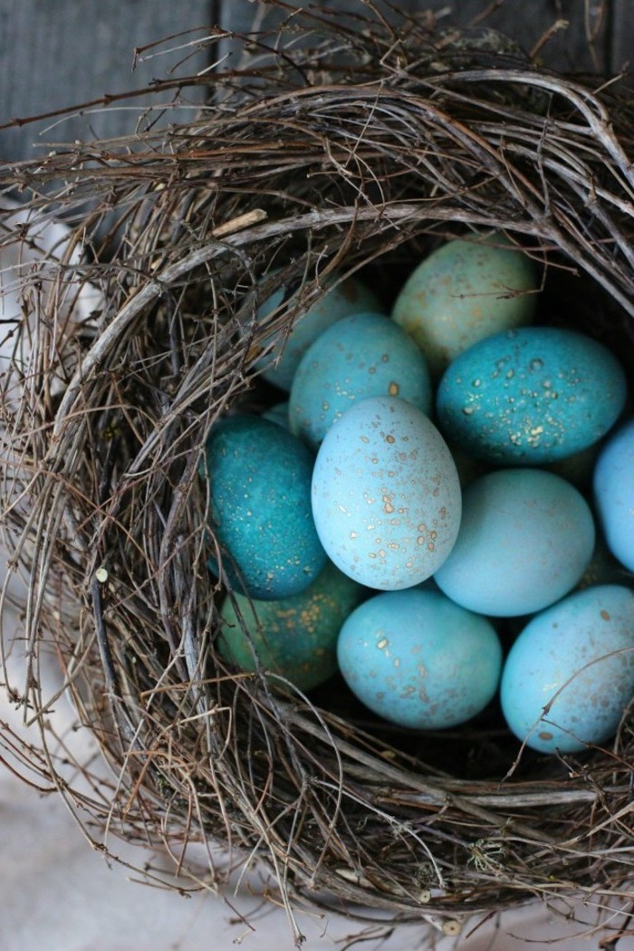 shades of blue eggs, with gold dots, in a wooden branches nest, easter egg designs, diy tutorial