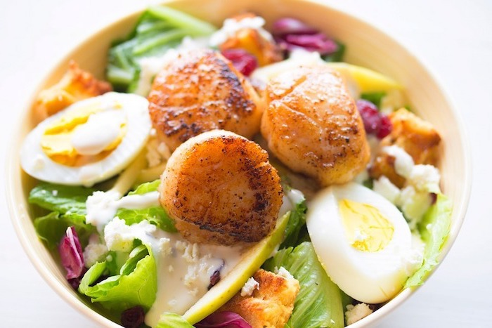 white plate, healthy weekly meal plan, full of green salad, boiled egg and meat, white background
