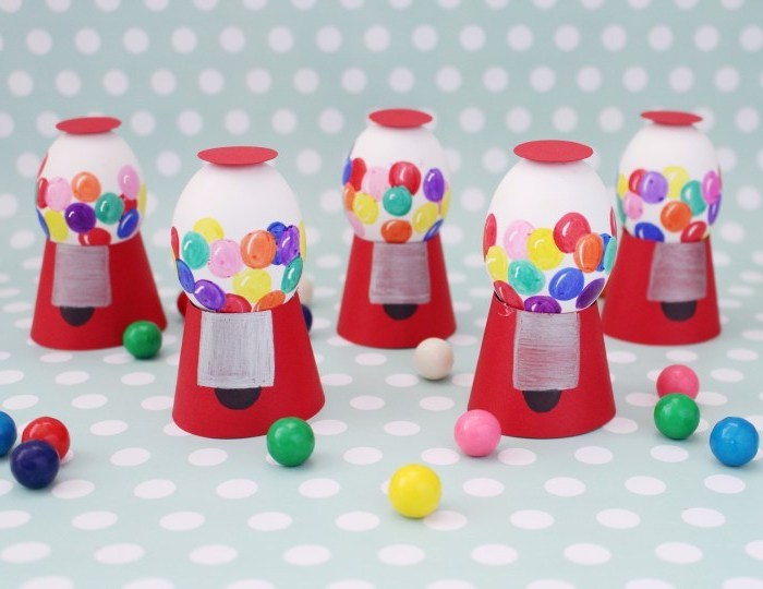 gum ball machine eggs, diy tutorial, gum balls around, dying easter eggs, mint green, white dots background