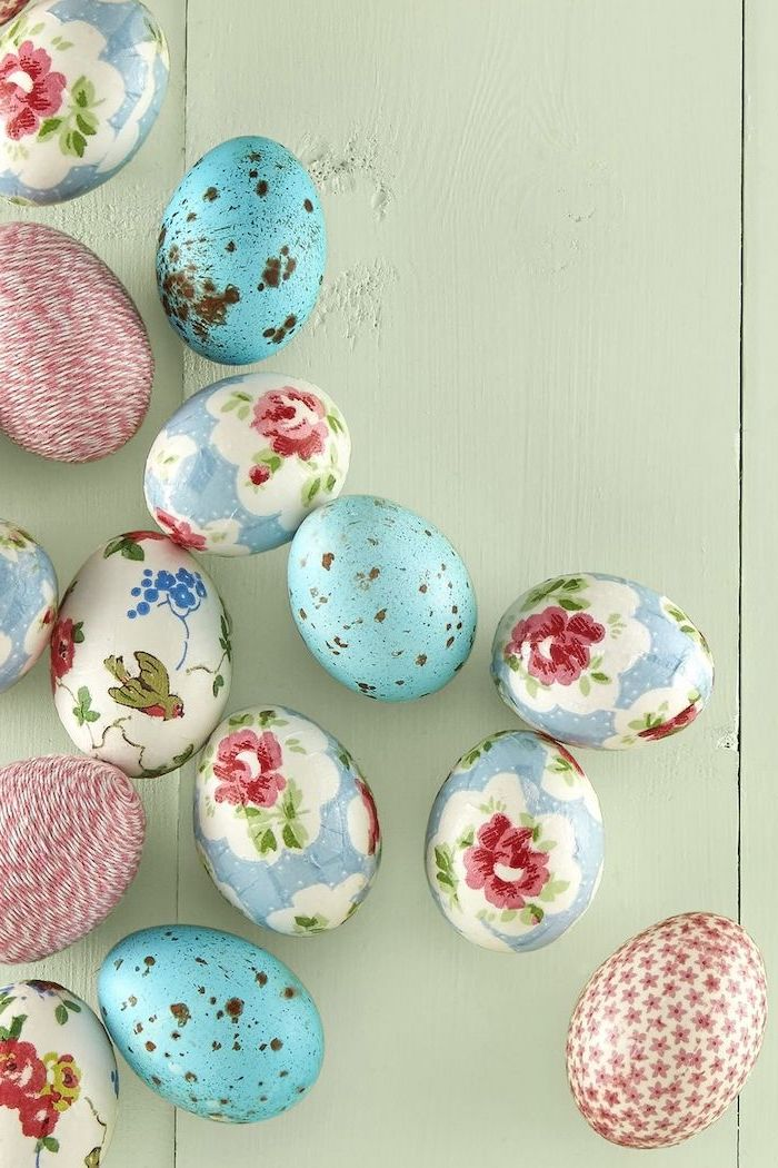 how to make easter eggs, floral and blue, decoupage eggs, wooden background
