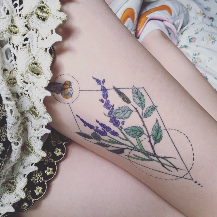 bee landing on lavender, circles and triangles around, tattoo on a woman's thigh, geometric flower tattoo