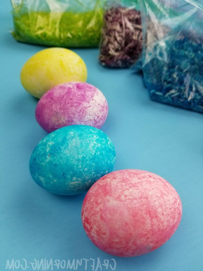 yellow and purple, blue and red eggs, rice eggs, diy tutorial, easter egg ideas, blue background