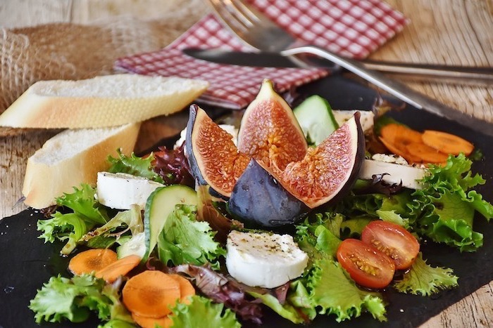 passion fruit sliced, green salad, with vegetables, what should i have for lunch, mozzarella and cheese