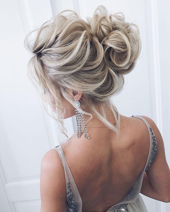 blonde hair, low updo, messy bun, wavy hair, wedding hairstyles, white background