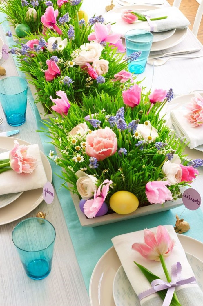 flowers inside wooden baskets, tulips on white napkins, easter table centerpieces, blue water glasses