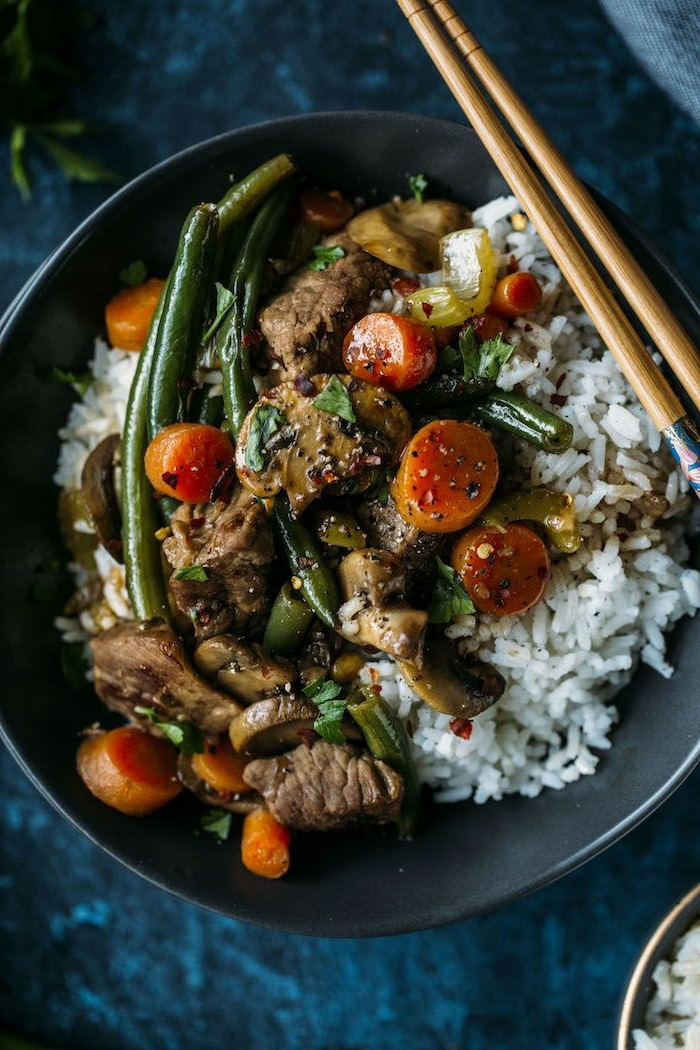 large black pot, full of white rice, grilled vegetables and meat, healthy eating meal plan