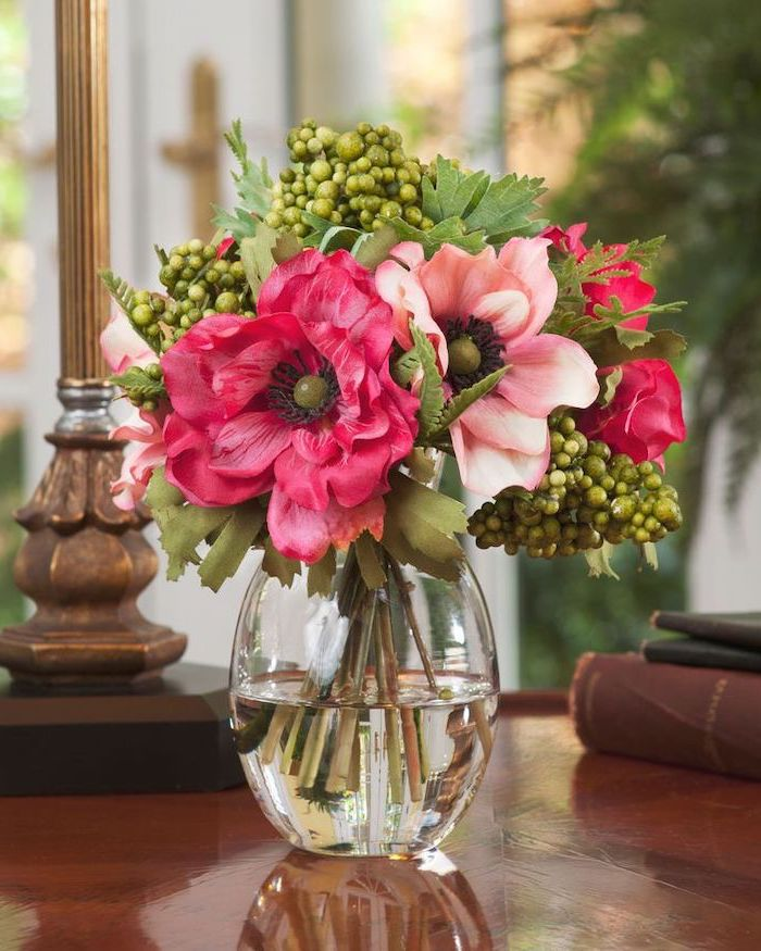 pink and white flowers, small flower bouquet, flower arrangement pictures, on a wooden table, in a small vase