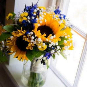 How to make flower arrangements to decorate your home this spring - tips + pictures