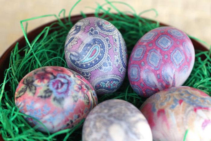 tie dye eggs, step by step, diy tutorial, shaving cream eggs, colourful eggs in a bowl