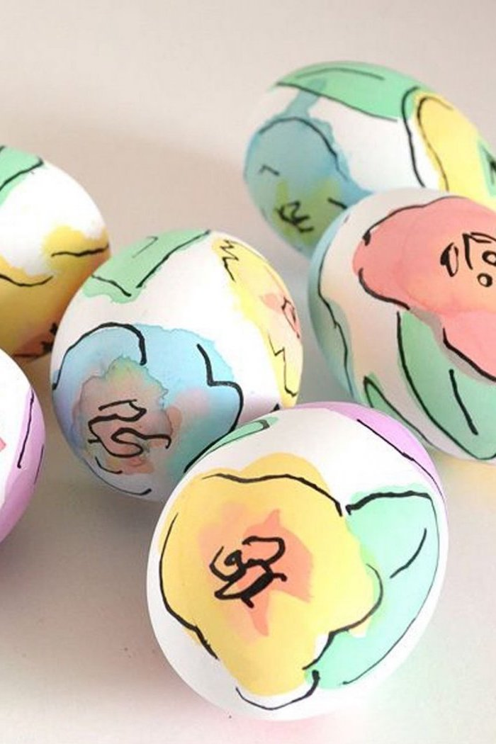 watercolour eggs, black sharpie lines, white eggs, how to decorate easter eggs, white background
