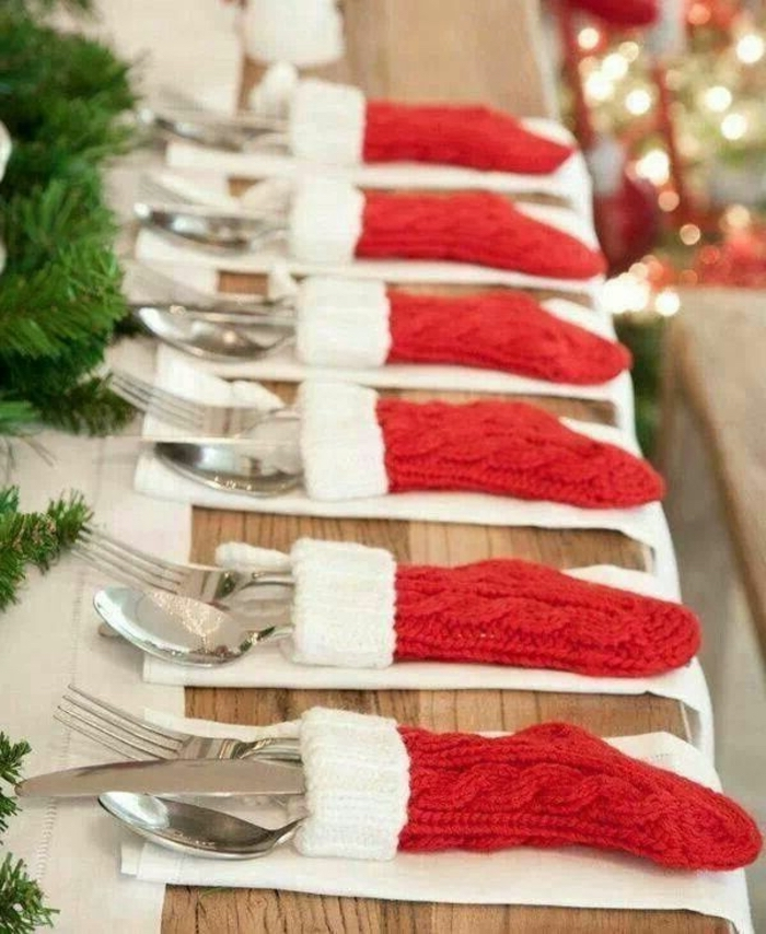 dining table centerpiece ideas, red and white, christmas socks, used as napkins, table settings