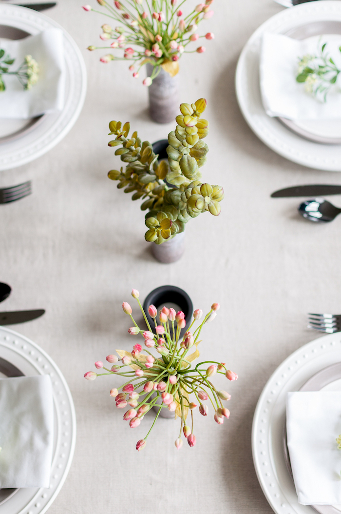 table settings, bouquets of succulents, bouquets of flowers, table decoration ideas, cement vases