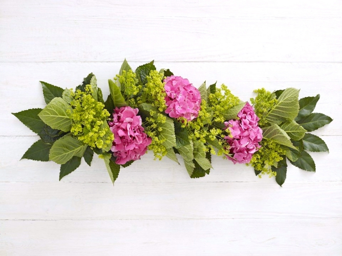 floral table runner, diy tutorial, candle decoration, pink hydrangeas, green leaves, white background