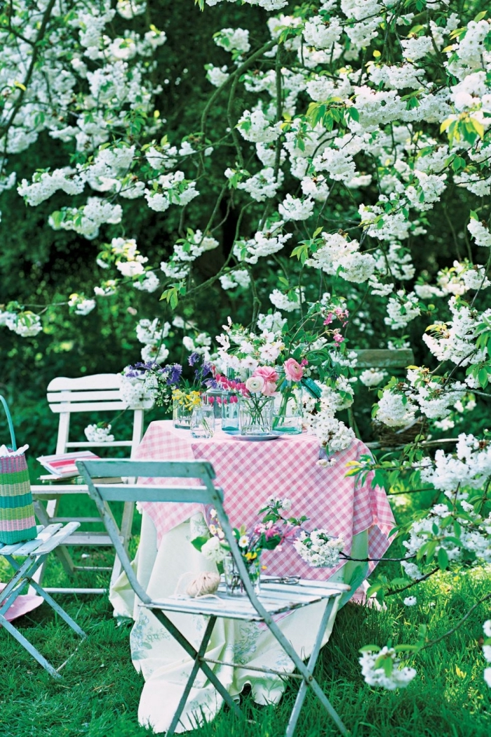 blooming tree, garden furniture, flower bouquets, table setting ideas, garden design, metal chairs