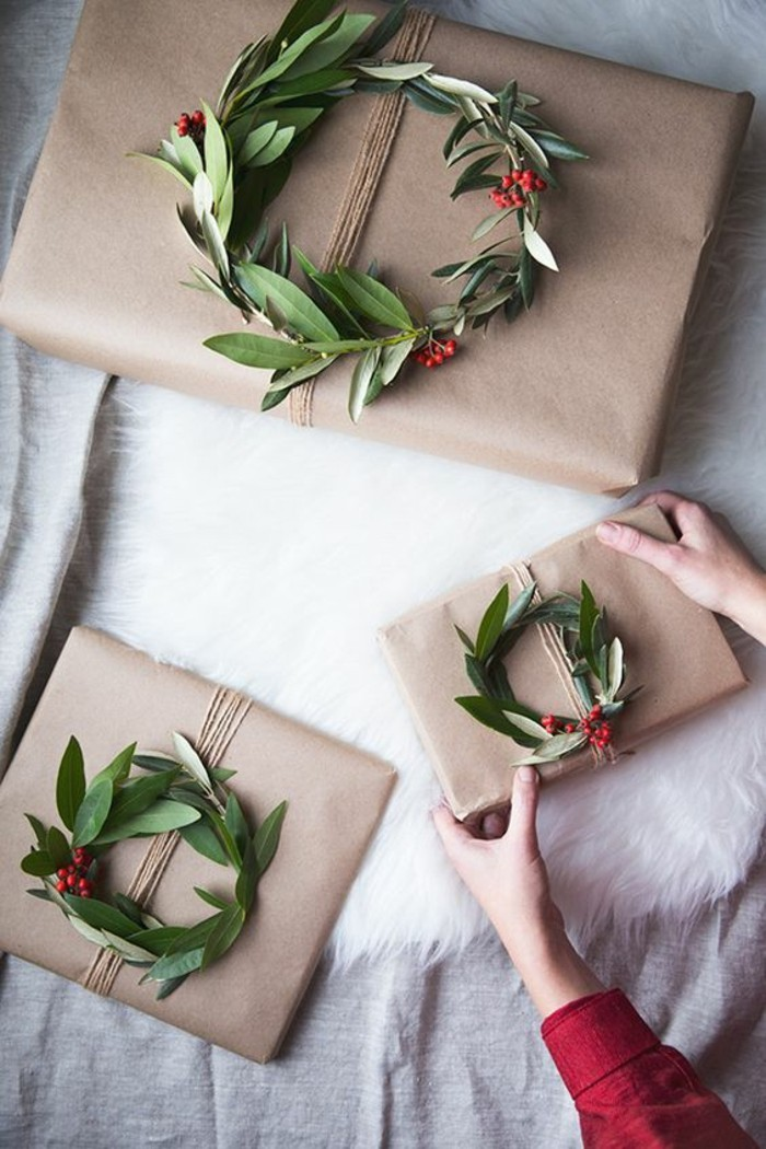 mistletoe wreaths, instead of ribbons, beige wrapping paper, creative birthday ideas for boyfriend